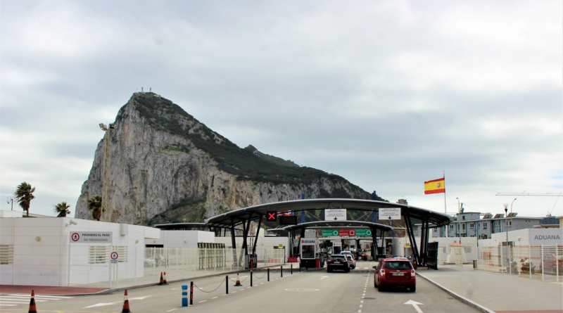 An image showing the border control entrance to Gibraltar from La Línea in Spain (image by Guy Percival, from Public Domain Picture)